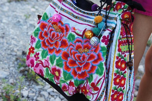 květovaná kabelka.jpg
