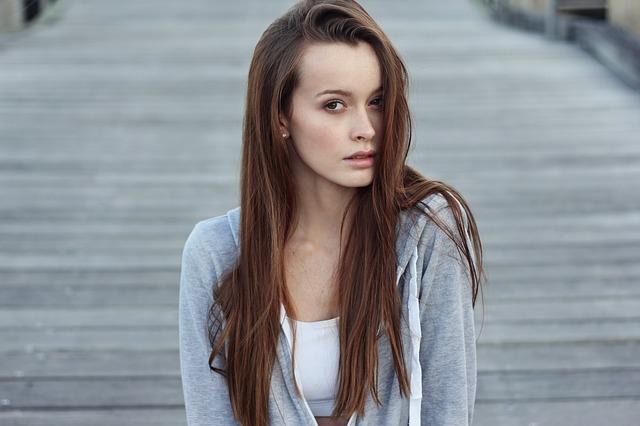 atraktivní žena