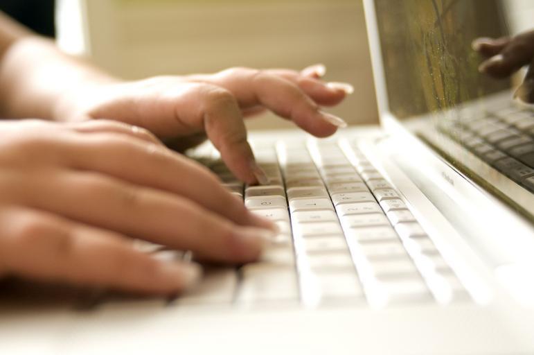 prsty na klávesnici