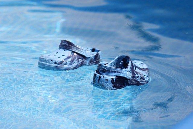Boty v bazénu